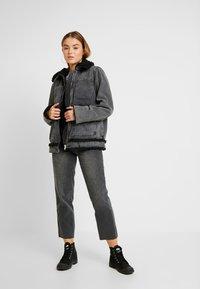 BDG Urban Outfitters - SHERPA LINED UTILITY COAT - Džínová bunda - black - 1