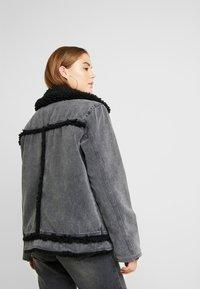 BDG Urban Outfitters - SHERPA LINED UTILITY COAT - Farkkutakki - black - 2