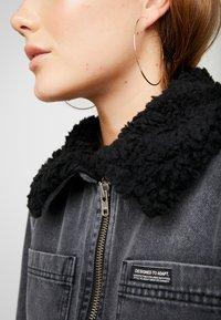 BDG Urban Outfitters - SHERPA LINED UTILITY COAT - Farkkutakki - black - 6