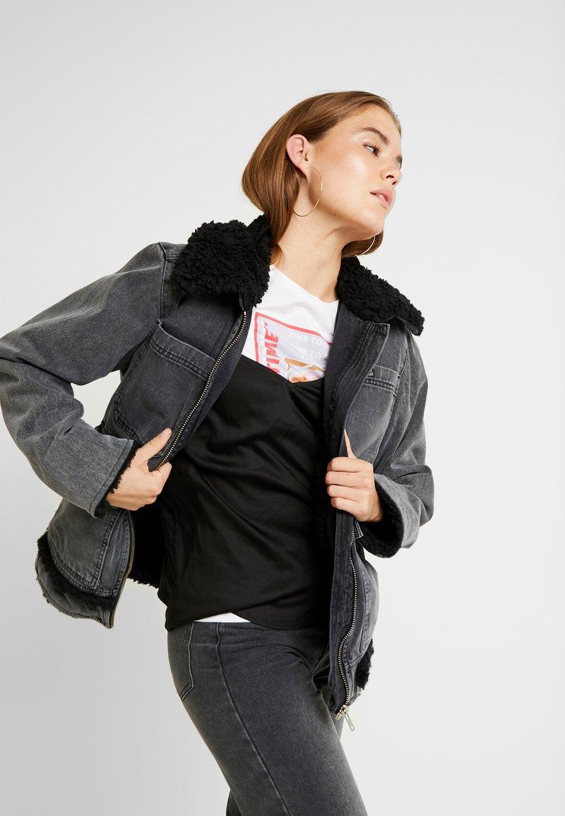 BDG Urban Outfitters - SHERPA LINED UTILITY COAT - Džínová bunda - black