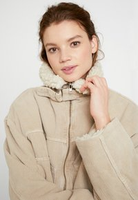 BDG Urban Outfitters - BORG UTILITY JACKET - Vinterjacka - ivory - 3
