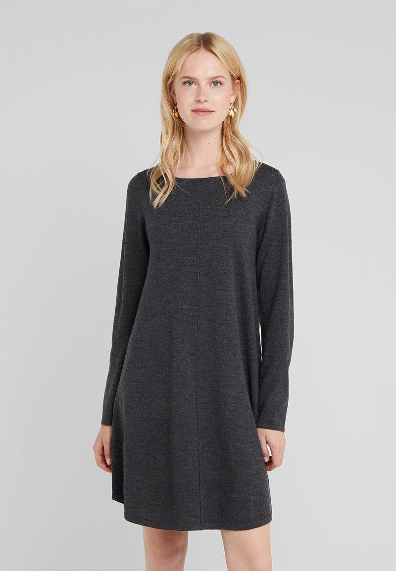 Repeat - Stickad klänning - dark grey