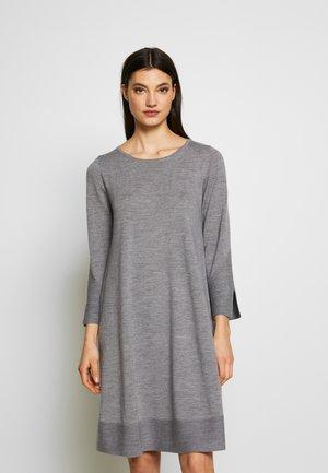 DRESS - Strikkjoler - grey melange