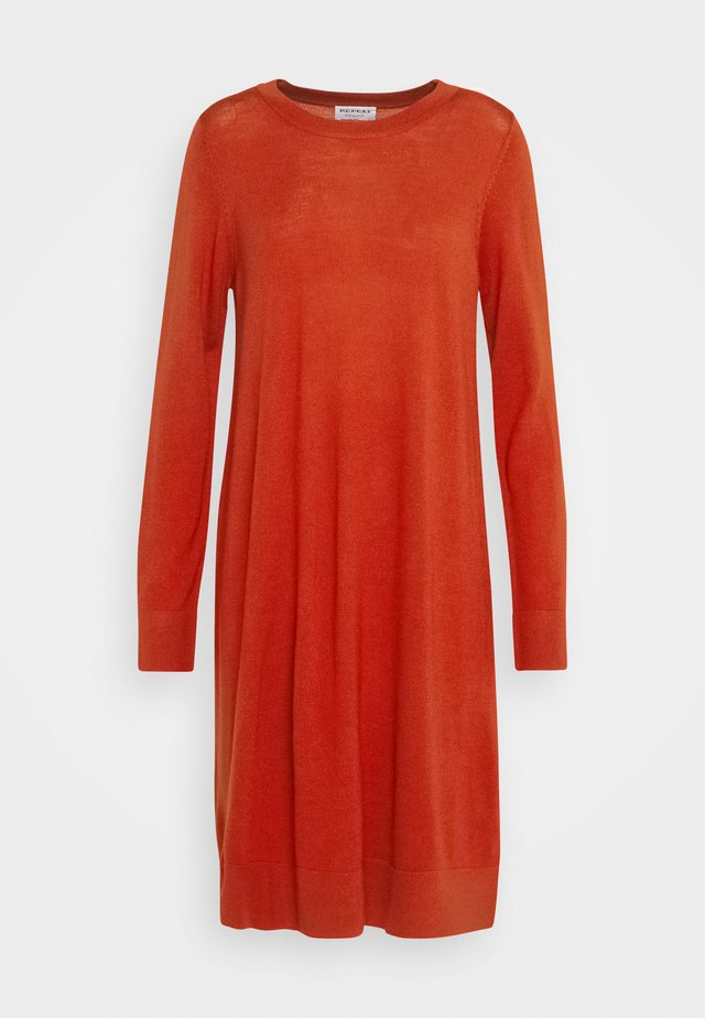 CREW NECK DRESS - Strickkleid - red