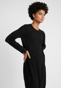 Repeat - CREW NECK DRESS - Strikkjoler - black - 3