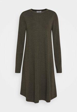 DRESS - Robe pull - khaki