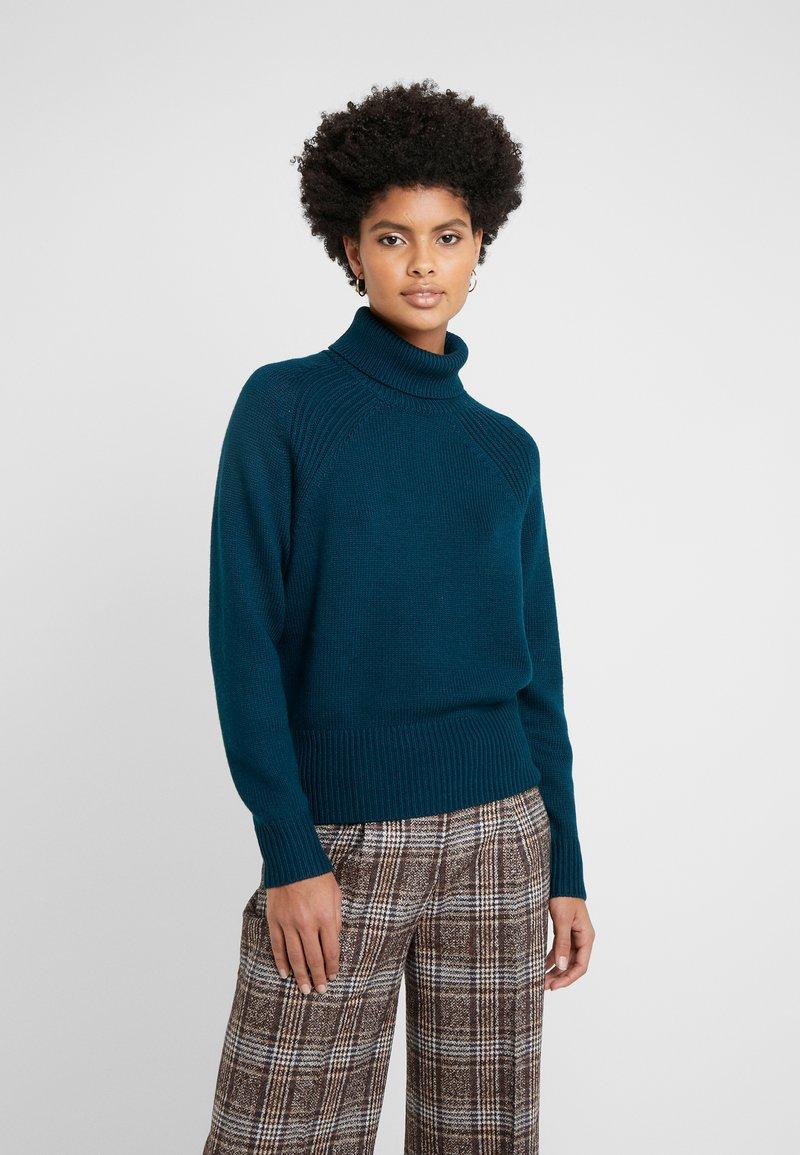 rollneck---stickad-tröja by repeat