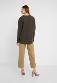 Repeat - LOOSE NECK - Strickpullover - leaves