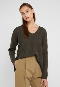 Repeat - LOOSE NECK - Strickpullover - leaves - 0