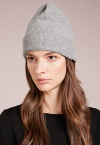 Repeat - Berretto - light grey - 1