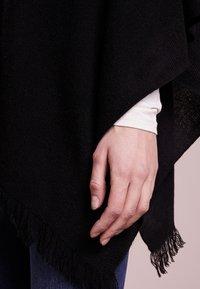 Repeat - PLAIN PONCHO - Mantella - black - 4