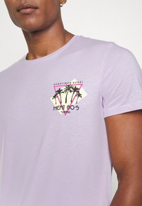 Redefined Rebel - CONNER TEE - Print T-shirt - pastel lilac - 5