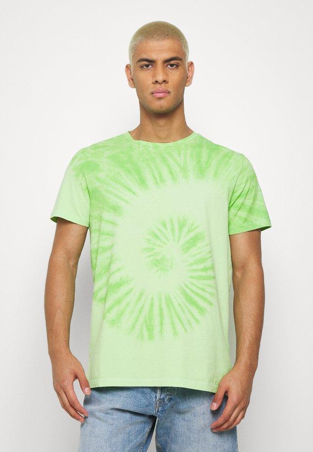 RRCARSON TEE - T-shirts med print - paradise green