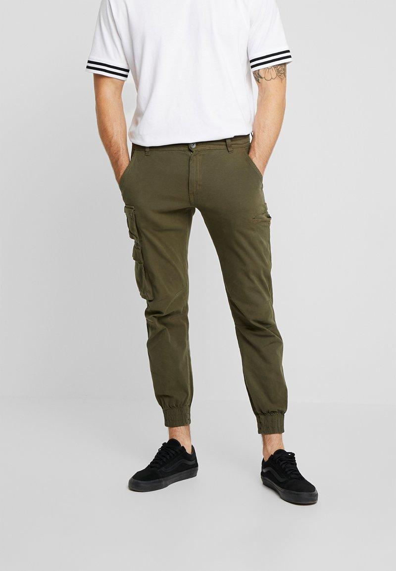 Redefined Rebel - KASPER PANTS - Pantaloni cargo - dark olive