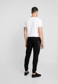 Redefined Rebel - TOBY PANTS - Chinot - black - 2
