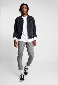 Redefined Rebel - KING PANTS - Pantalon classique - grey check - 1