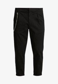 Redefined Rebel - LEE CROPPED PANTS - Broek - black - 4