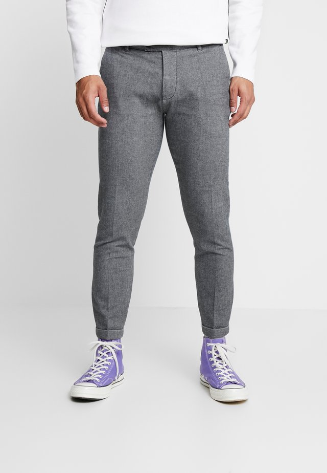 ERCAN PANTS - Stoffhose - light blue