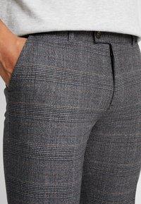 Redefined Rebel - ERCAN PANTS - Pantalon classique - wales - 4