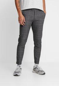 Redefined Rebel - ERCAN PANTS - Pantalon classique - wales - 0