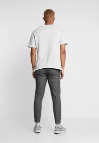 Redefined Rebel - ERCAN PANTS - Pantalon classique - wales - 2