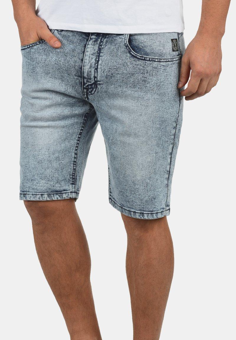 Redefined Rebel - MARCOS - Denim shorts - light blue