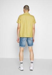 Redefined Rebel - DESTROY  - Denim shorts - soft blue - 2