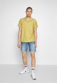 Redefined Rebel - DESTROY  - Denim shorts - soft blue - 1
