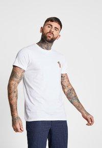 Redefined Rebel - DEAN TEE - T-shirt med print - white soda - 0