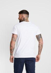 Redefined Rebel - DEAN TEE - T-shirt med print - white soda - 2