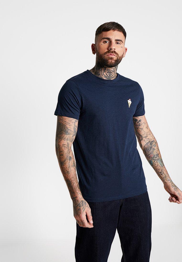 Redefined Rebel - DEAN TEE - Print T-shirt - navy