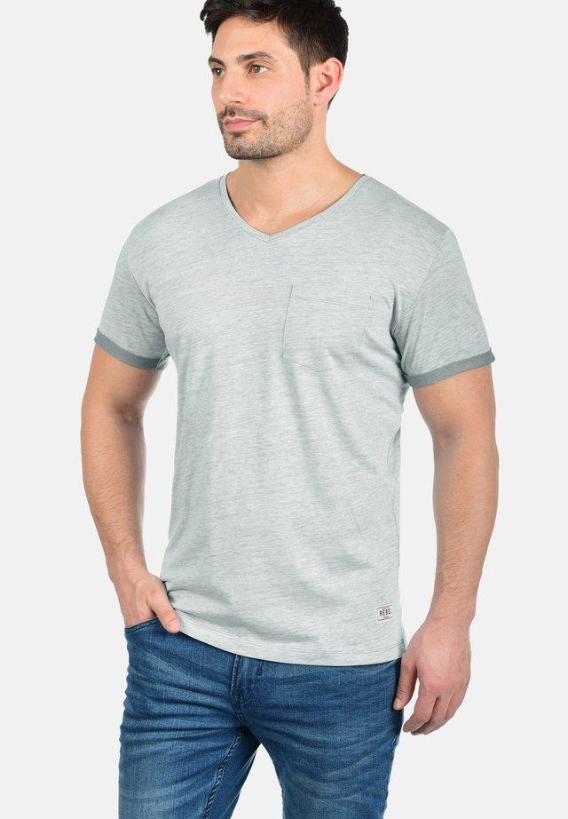 MOSES - Print T-shirt - grey