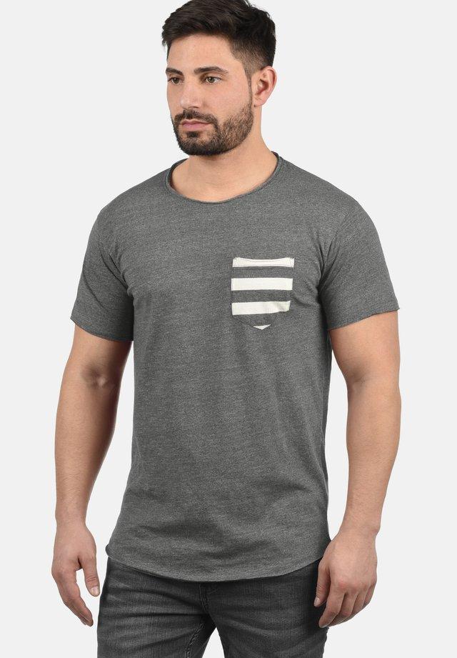 MAXTON - Print T-shirt - grey