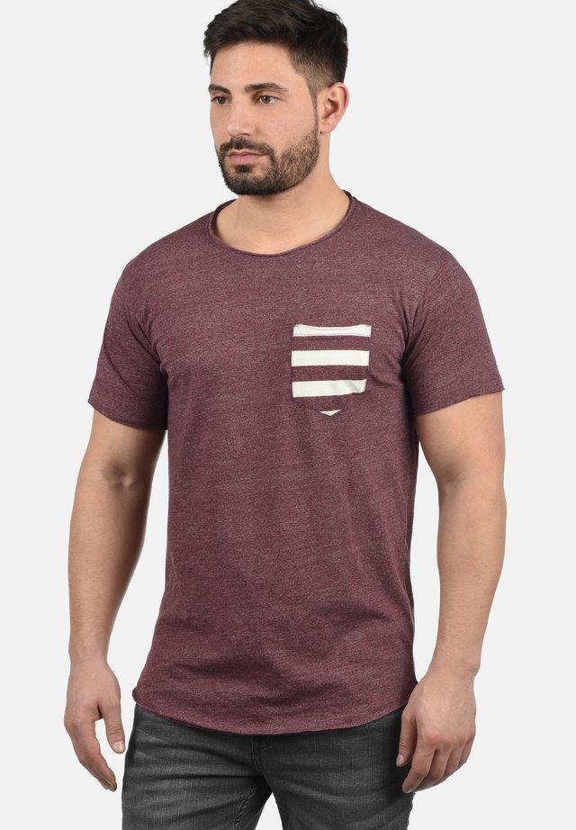 MAXTON - Print T-shirt - bordeaux