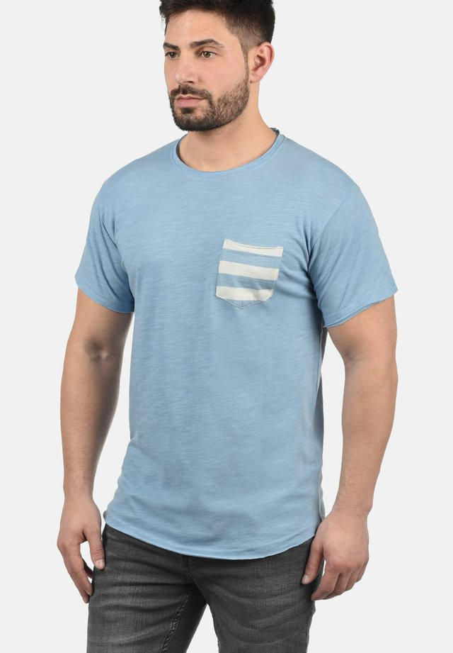 MAXTON - Print T-shirt - powder blue