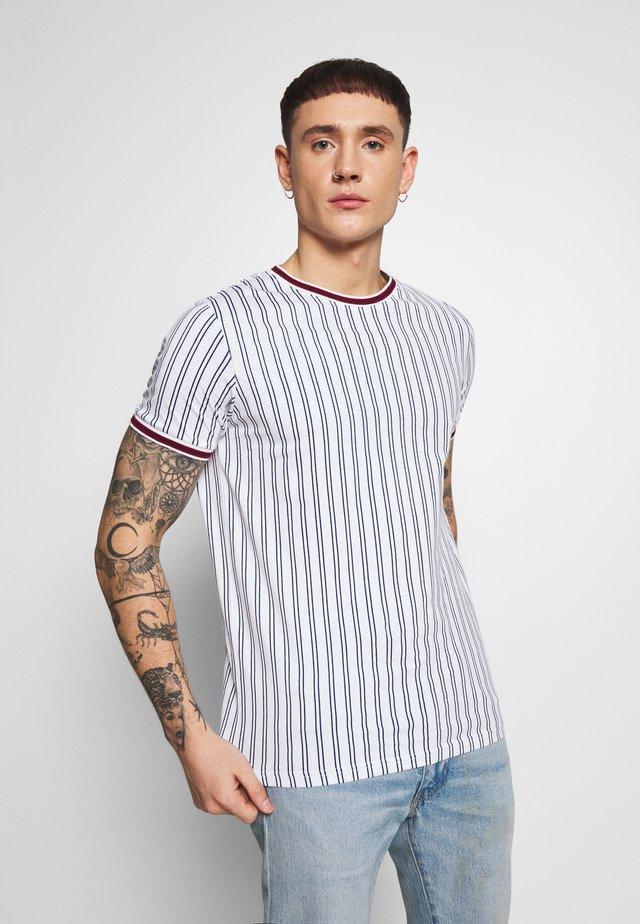 TEE - T-shirts med print - white denim