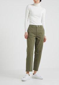 rag & bone - BOUCKLEY  - Spodnie materiałowe - olive - 0