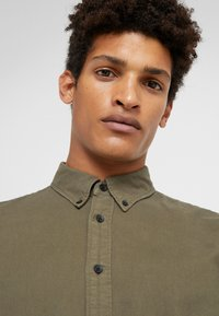 rag & bone - TOMLIN OXFORD - Koszula - olive night - 3