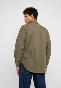 rag & bone - TOMLIN OXFORD - Koszula - olive night - 2