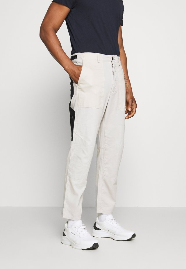FRANKLIN PANT - Cargo trousers - white