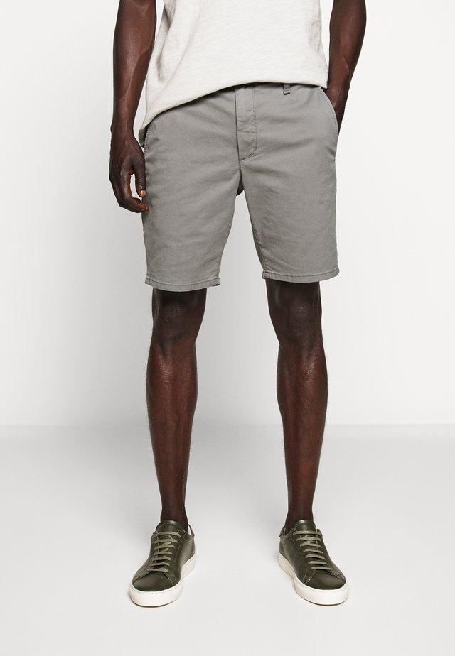 CLASSIC CHINO SHORT - Shorts - sage