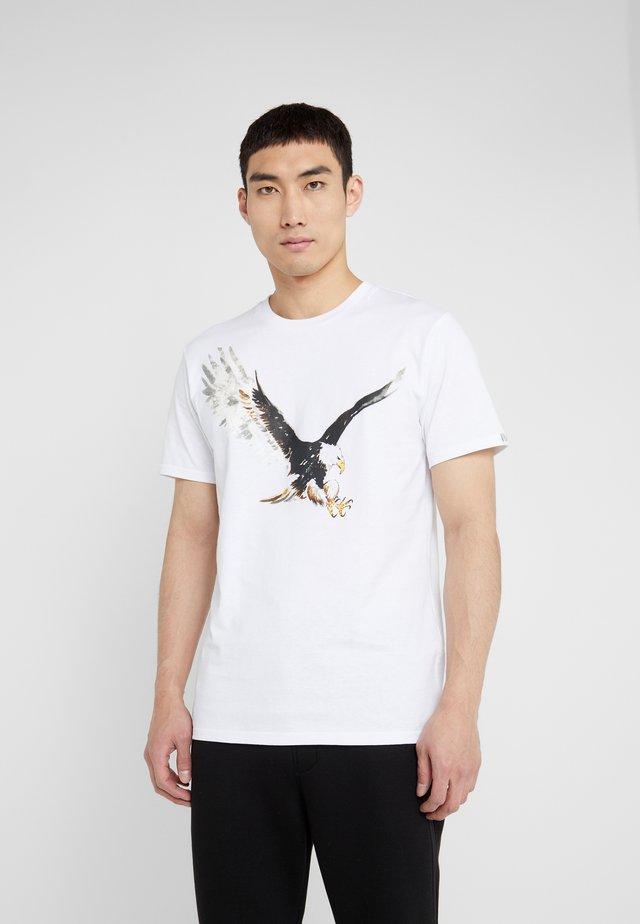 EAGLE TEE - Print T-shirt - white