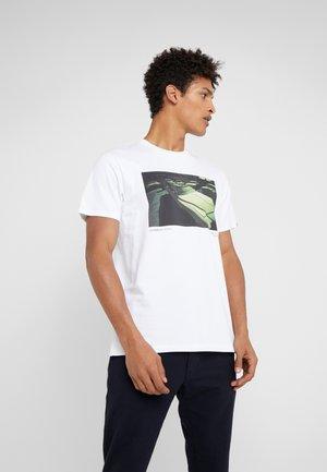 VINTAGE CAR TEE - T-shirt z nadrukiem - white
