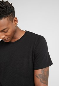 rag & bone - CLASSIC TEE - T-shirt basic - black - 3