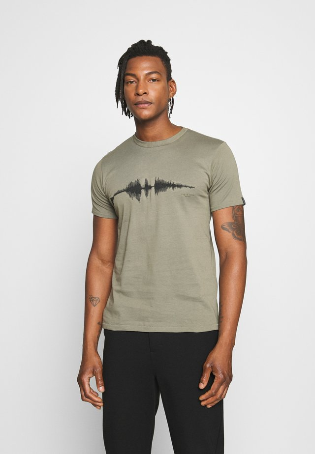 SOUND WAVE TEE - T-shirt print - greymoss