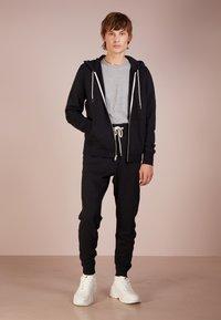 rag & bone - CLASSIC ZIP HOODIE - veste en sweat zippée - black - 1
