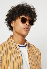 rag & bone - Sluneční brýle - yellow - 1