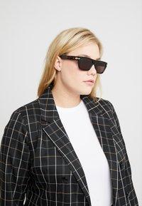 rag & bone - Sluneční brýle - black - 2