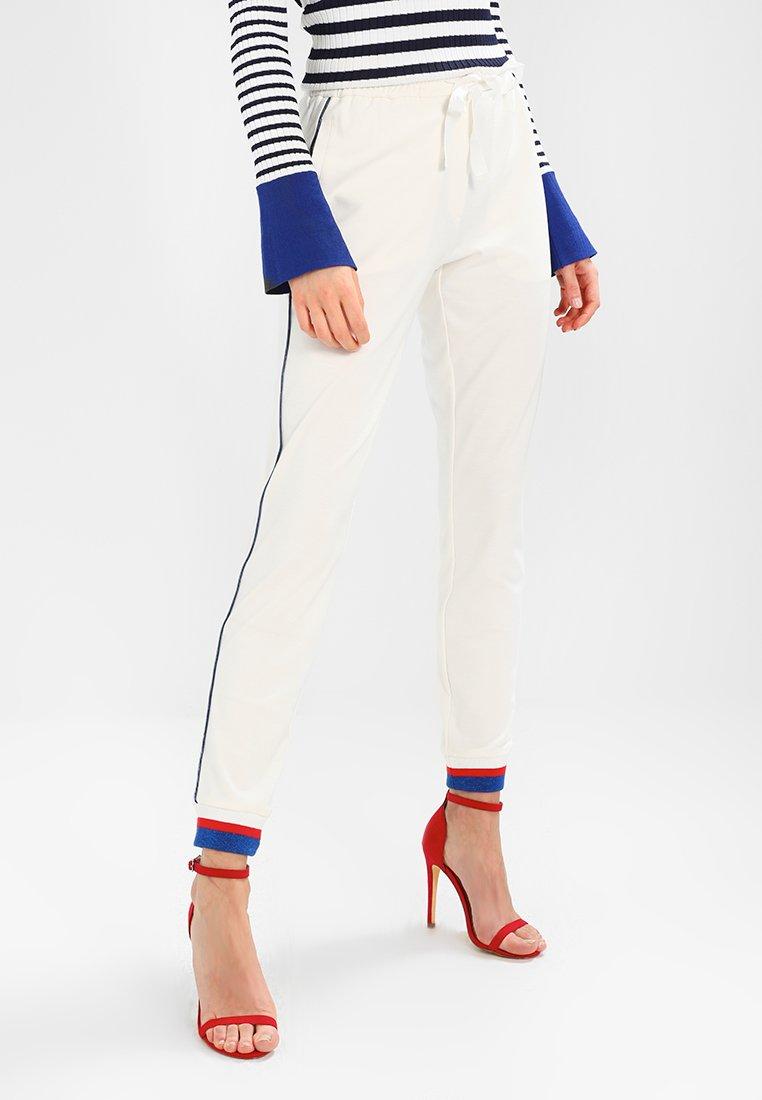 Rue de Femme - SIXTEN SPORT PANT - Pantaloni sportivi - offwhite/cobalt blue