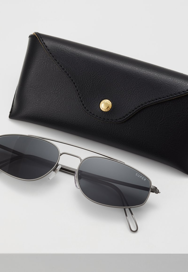 RETROSUPERFUTURE - TEMA - Sunglasses - black